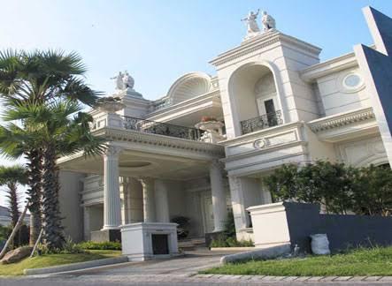 Rumah klasik eropa mitra kontainer indonesia for Classic bridal house johor